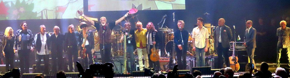 Thread: Last night's celebration concert in aid of @TeenageCancer @LondonPalladium by #MickFleetwood to the music of early #FleetwoodMac #PeterGreen #davidgilmour #petetownsend #noelgallagher #billygibbons #billwyman #stevetyler #johnmayall #neilfinn #christinemcvie #zakstarkey  https:// twitter.com/PeterLewis55/s tatus/1232483580338528256  … <br>http://pic.twitter.com/vrf1BEakOS