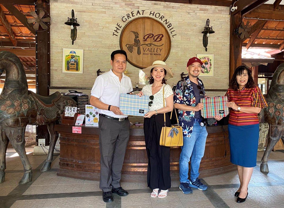 Mr Yosawat Thanakitnitisak, Hospitality GM at PB Valley welcomed Media from Jakarta accompanied by Ms Rungtip Bookkhuntod, Director of the Tourism Authority of Thailand Korat office #PBValley #KhaoYaiWinery #KhaoYaiWineRegion #ThaiWine #WineTours #KhaoYai #TAT #TravelThailand pic.twitter.com/lFRe1ihFJk