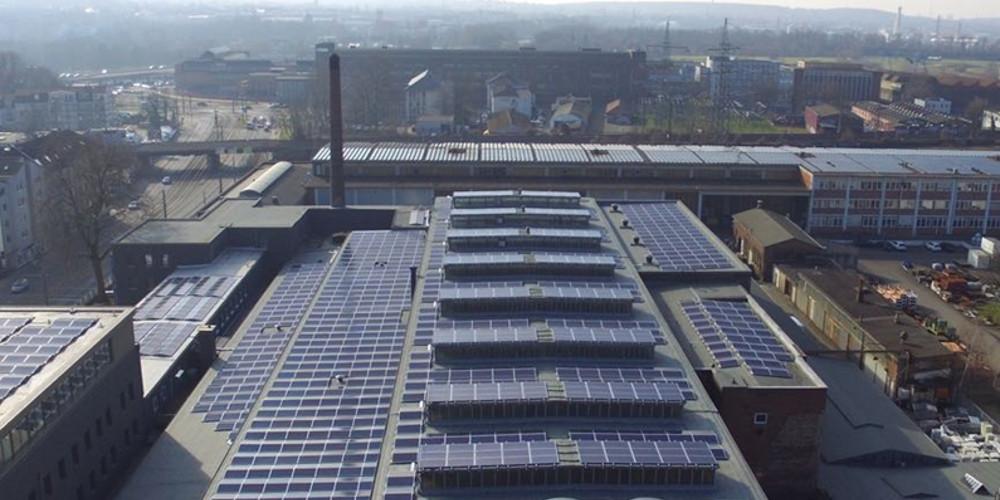 7C Solarparken erreicht 200-Megawatt-Ziel: Das Bayreuther Unternehmen hat in den vergangenen Monaten mehrere Photovoltaik-Anlagen gebaut und zugekauft. Damit habe das IPP-Portfolio nun 200 Megawatt erreicht. http://dlvr.it/RQmzzT #solarenergy #solarpv #solarpic.twitter.com/szcM0dVs5Y
