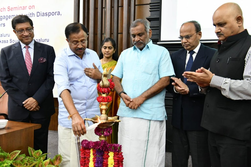 """MEA launched """"State Outreach Videsh Sampark Seminar"""" in Bengaluru today to raise awareness of Karnataka State officials & stakeholders on @MEAIndia schemes on Consular, Passport, Diaspora, Trade, Investment & Foreign Policy issues @MOS_MEA @DrSJaishankar @PMOIndia @CMofKarnataka"""