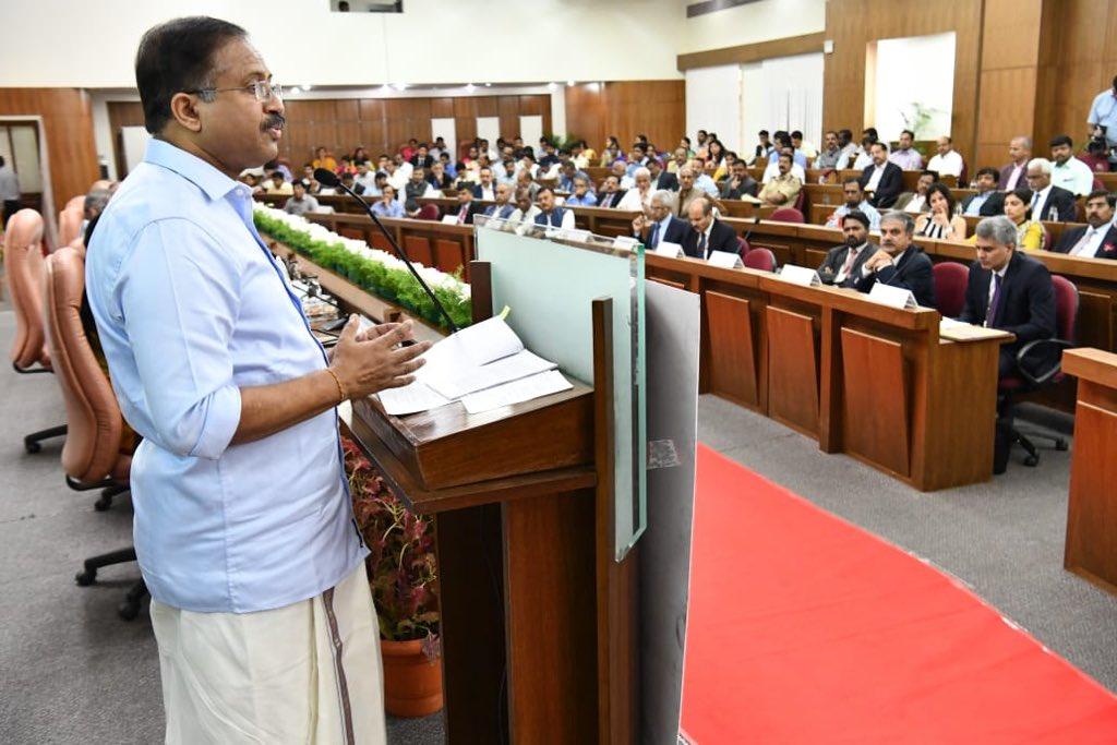 Hon. @MOS_MEA Sh. V.Murleedharan and Karnataka Minister of Law, Parliamentary Affairs, Legislation & Minor Affairs Sh. J.C.Madhu Swamy inaugurated MEA-State Outreach Videsh Sampark prg. JS(OIA2) Shri Manish also spoke on programmes for strengthening diaspora engagement.@MEAIndia