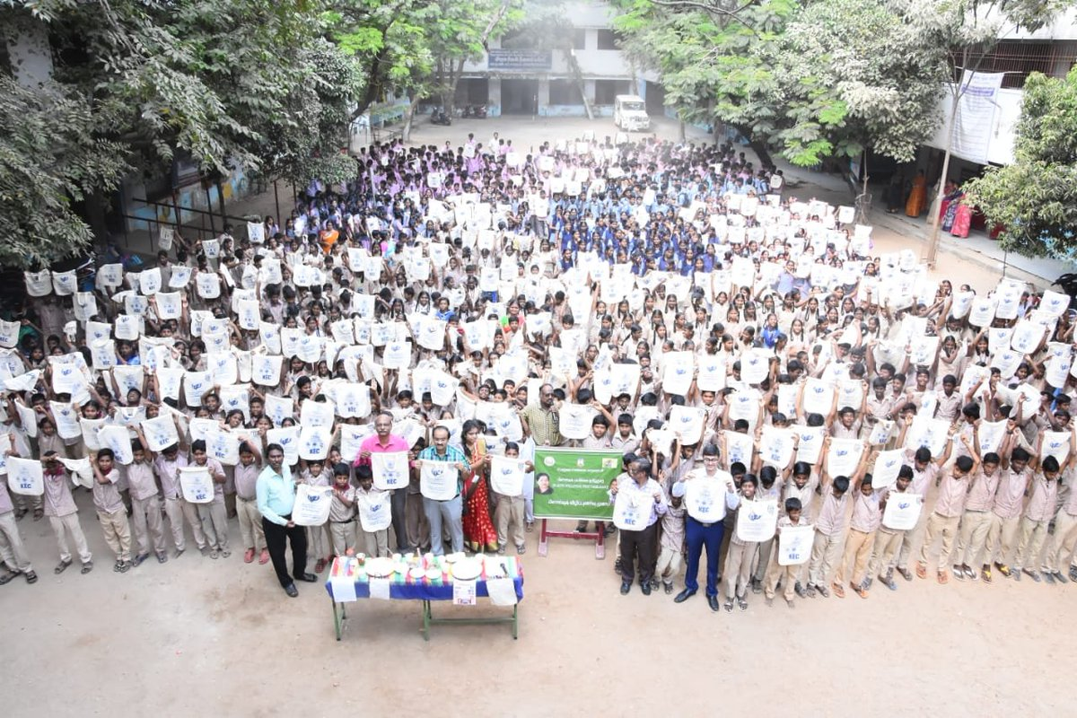Greater Chennai Corporation conducted an Anti-Plastic awareness program at a Government school in Chennai-42, for students & teachers. Students performed an awareness skit about plastic pollution & were handed out bags made of cloth.  #MyCleanIndia #SwachhSurvekshan2020 https://t.co/BKPRYpS71s