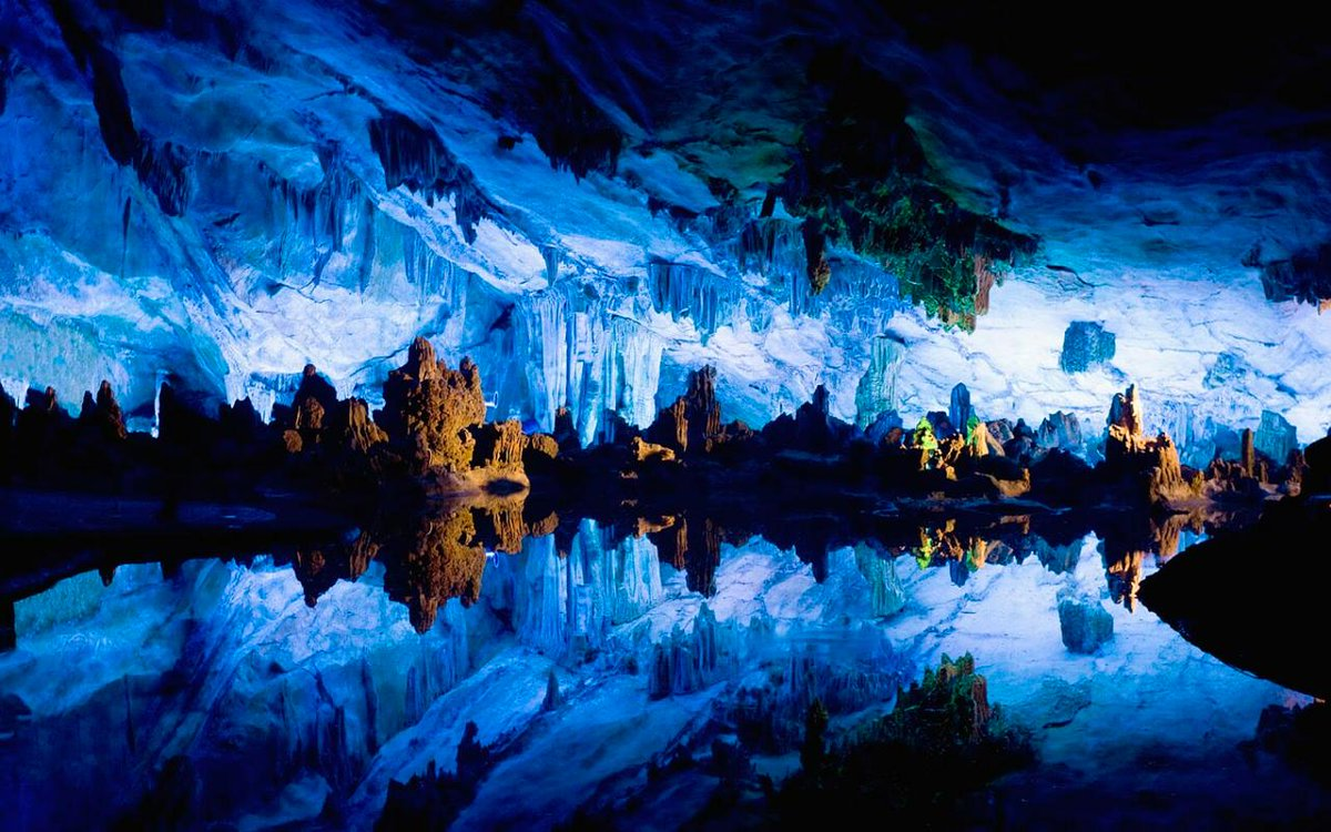 💙Kungur ice cave known as the #Ural #miracle is one of the largest gypsum #caves in #Russia🇷🇺. The temperature here never rises higher then +8C🌡. Explore one of the most #impressive halls of the #cave, the #Diamond💎#grotto, with #beautiful Snow #flowers on the walls❄.