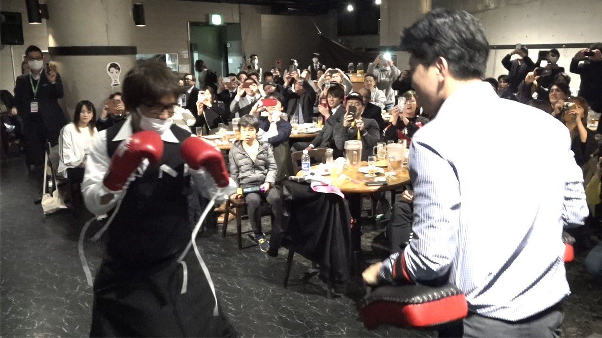 朝倉海が特殊メイクでファンイベントに潜入して突然ミット打ち始めてみた【モニタリング】 youtu.be/DdWjCTsmHGA
