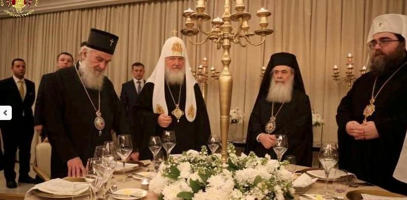 La cena ofrecida por Teófilo III a sus huéspedes