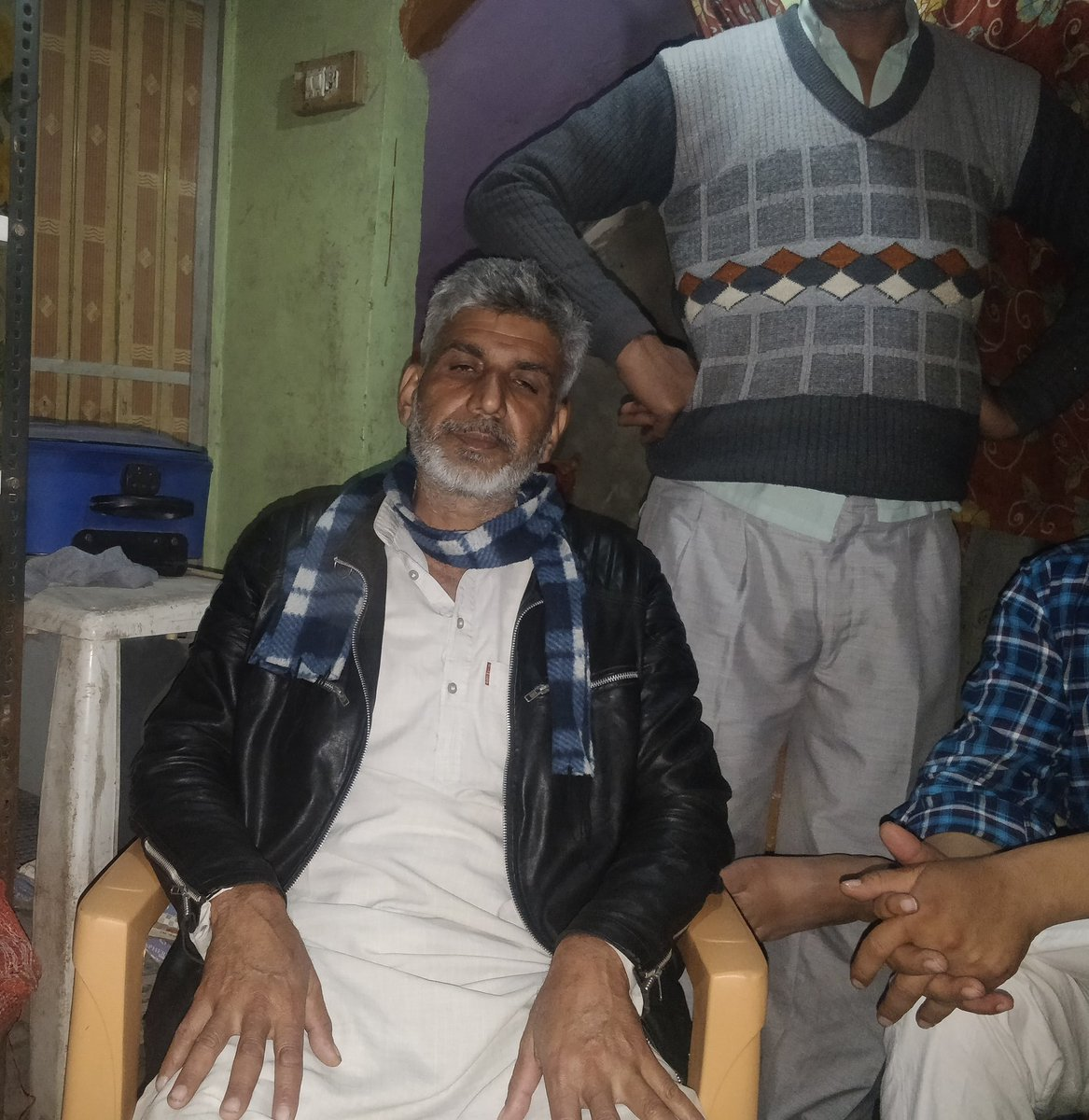 Agaz Hussain, father of Ashfaq Hussain (22), an electrician of Bhagirathi Vihar who was shot dead.  Father says he had gone for work and they got to know he was shot at 7 pm at night.  Ashfaq had got married on February 14  #DelhiBurning #DelhiViolence #DelhiRiots2020 @TOIDelhipic.twitter.com/v6mIcNxPBi