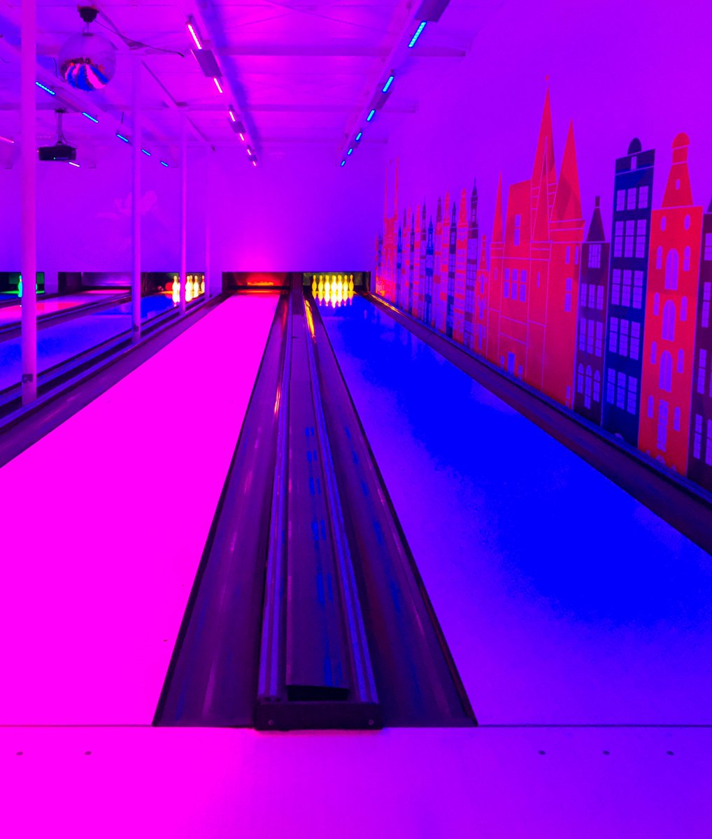 #bowling #powerzone #amsterdam #blue #purple #pink @rjpreigns