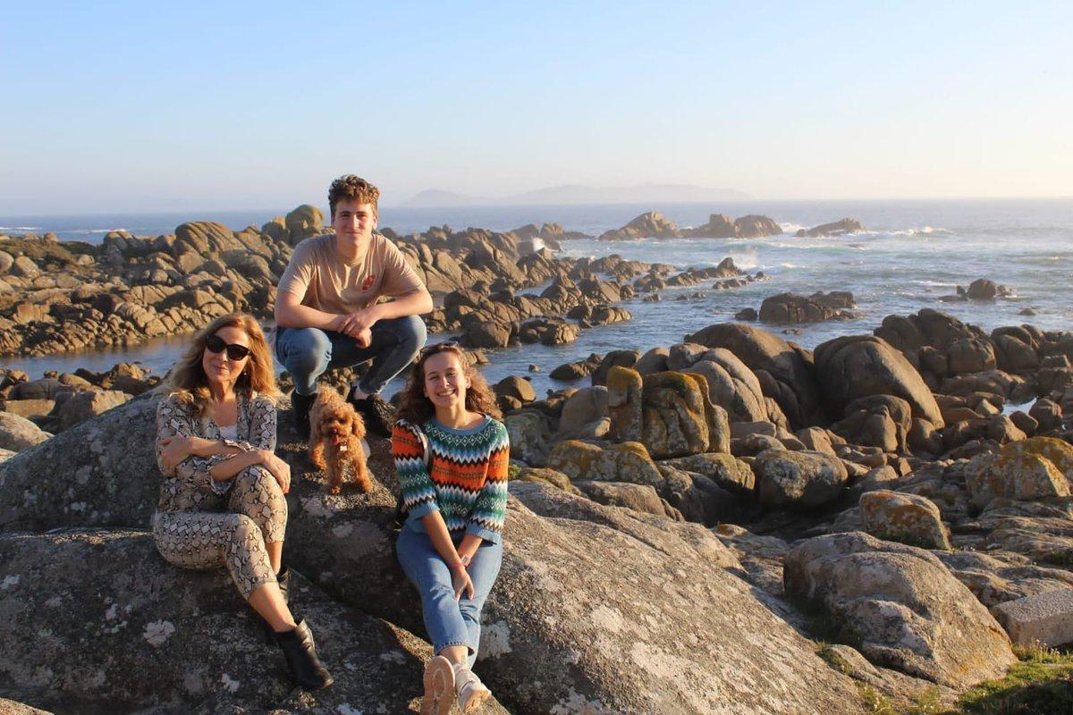 """With my (three😆) """"children""""!  #RíasBaixas #Galicia #PedrasNegras  #DogsOfTwitter #ChildrenOfTwitter 😆"""