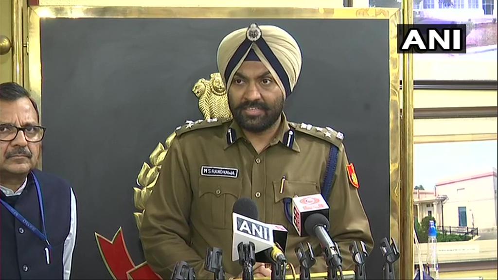 दिल्ली पुलिस पीआरओ एम.एस. रंधावा: हम उत्तर पूर्वी जिलों के लिए दो नंबर 22829334 और 22829335 उपलब्ध करा रहे हैं। इससे हम लोगों को अपील करना चाहेंगे कि अगर आपको किसी सहायता की जरूरत है, आपके पास कोई जानकारी है, तो आप बता सकते हैं।