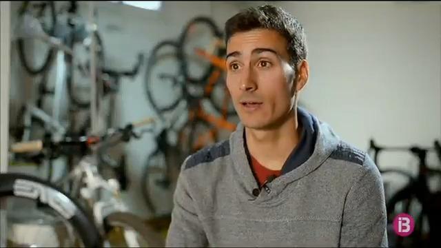 Image for the Tweet beginning: El triatleta @mariomola rebrà el
