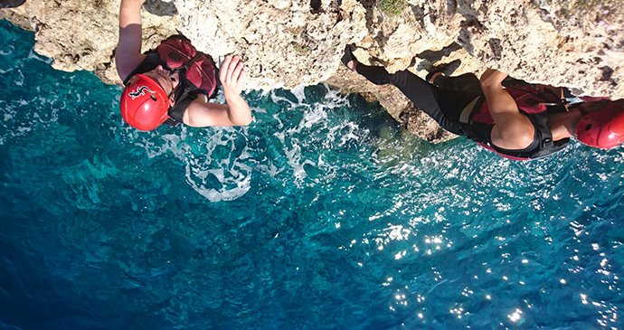 Try Something Different This Summer....  Cliff Jumping Anyone - https://bit.ly/2HZEK9W #ExploreMallorca #Magaluf2020pic.twitter.com/NUxZv2NzIe