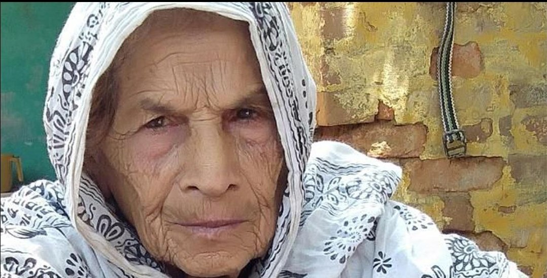 An Eighty five year old muslim woman, Akbari was burnt to death after mob set fire to her house chanting 'Jai Shri Ram'.   I am just bloody gutted. This took place in the national capital when Modi was hosting Trump. Shame on us !!  https:// amp.scroll.in/article/954422 /an-85-year-old-woman-was-burnt-to-death-in-her-home-in-delhis-gamri-extension?__twitter_impression=true  … <br>http://pic.twitter.com/A07IqdSXIw
