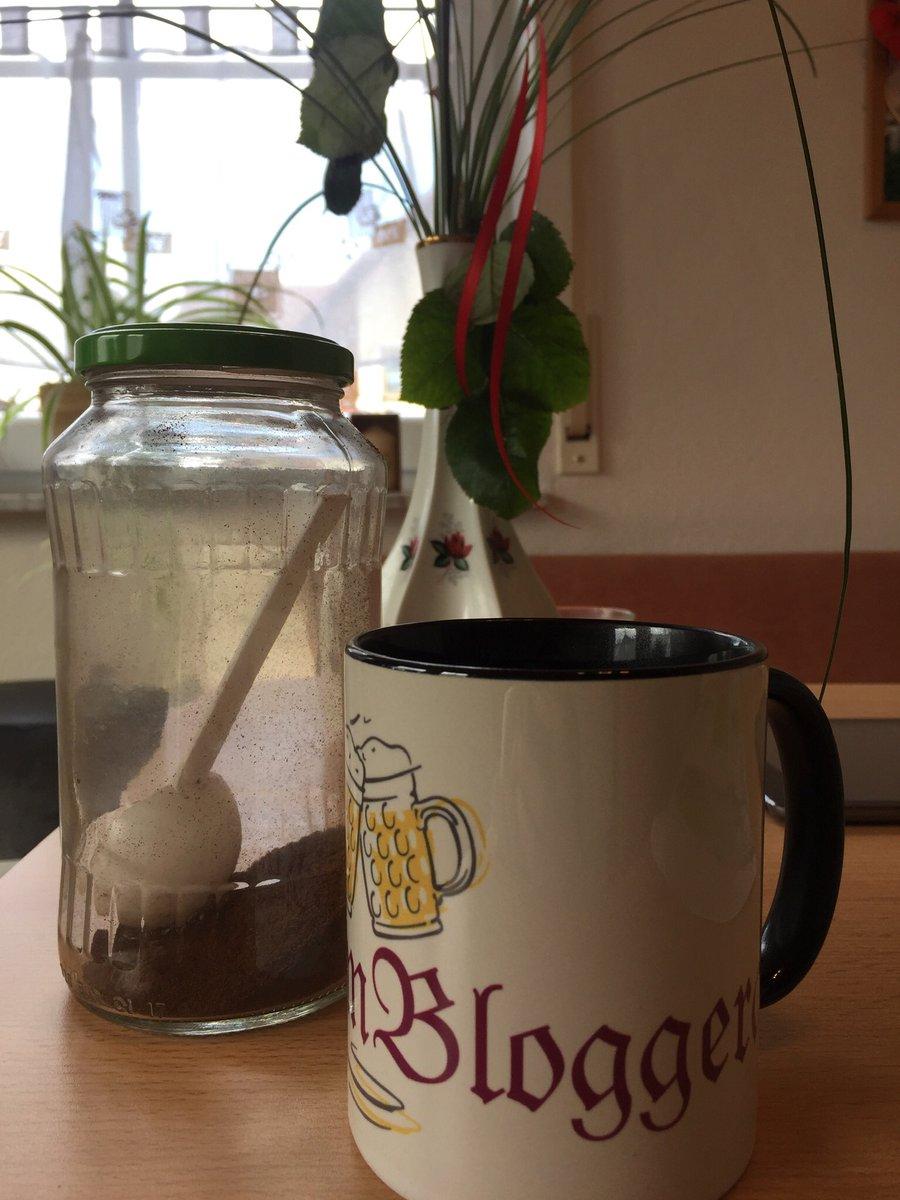 Es wird Zeit für einen Kaffee #kaffee #kaffeezeit #kaffeeliebepic.twitter.com/VBlPCvOADh