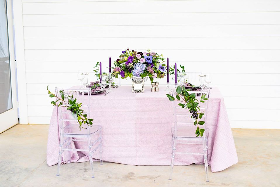 Could this #wedding table be anymore gorgeous 💕? It certainly complements our timeless and picturesque venue 💒 beautifully!  No matter what vision you have for your big day, we can bring it to life 🎉:   #theesatesatpecanpark #wed  📷: @angelalaurenco
