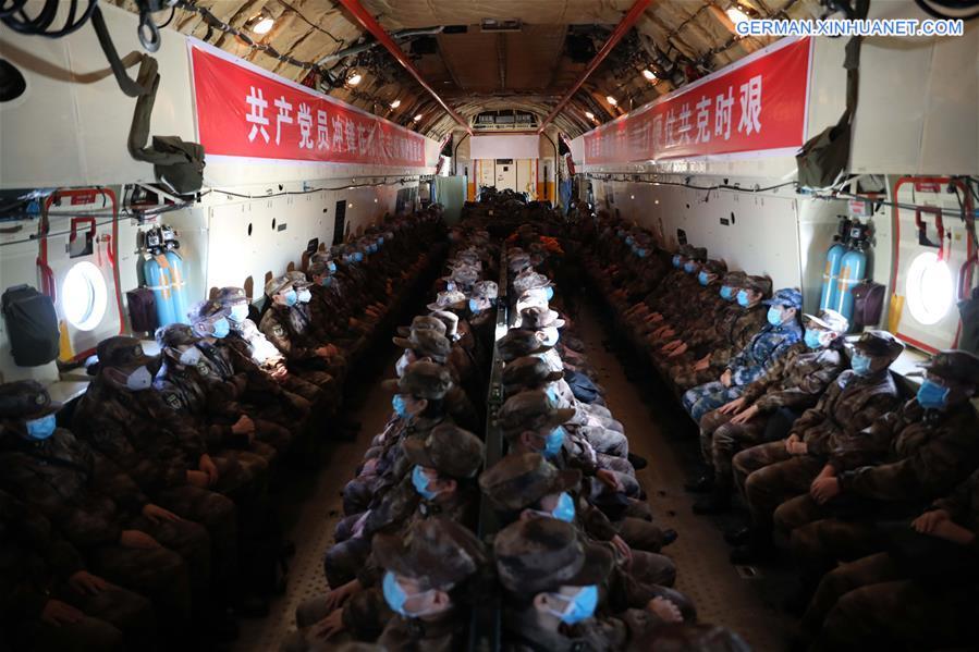 Medizinische Mitarbeiter des Militärs nehmen am Kampf gegen das neuartige Coronavirus in Wuhan teil http://xhne.ws/YSYd2pic.twitter.com/weed5KVC42