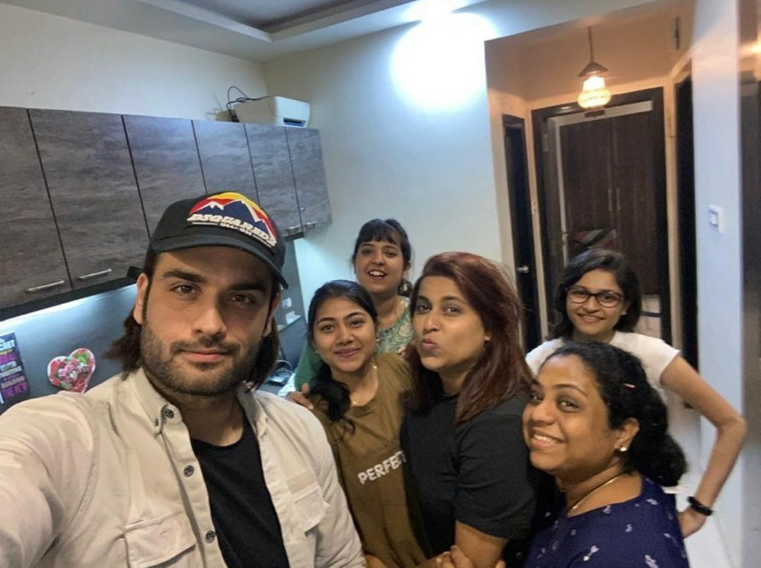 Cr - Ashima .m  Selfie time 🤳  #VivianDsena @VivianDsena01 😍😍😍🤗🤗🤗  After many ages we saw our Viv  🤗🤗😍😍😍🥰🥰🥰