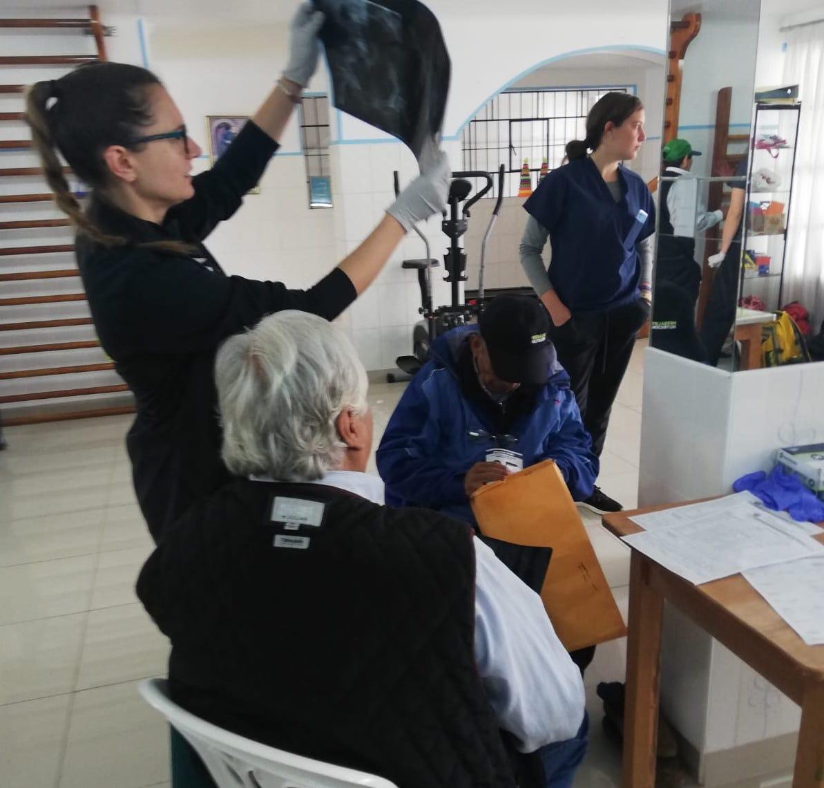Volunteer Medical Group (10) Peru 🇵🇪 Cusco... 3rd day medical providers at the largest Senior Care center in Cusco over 300 seniors. Each patient got a bag with medication and reading glasses.  https://t.co/FL6CW5qsqx https://t.co/C7jqpVHw9T