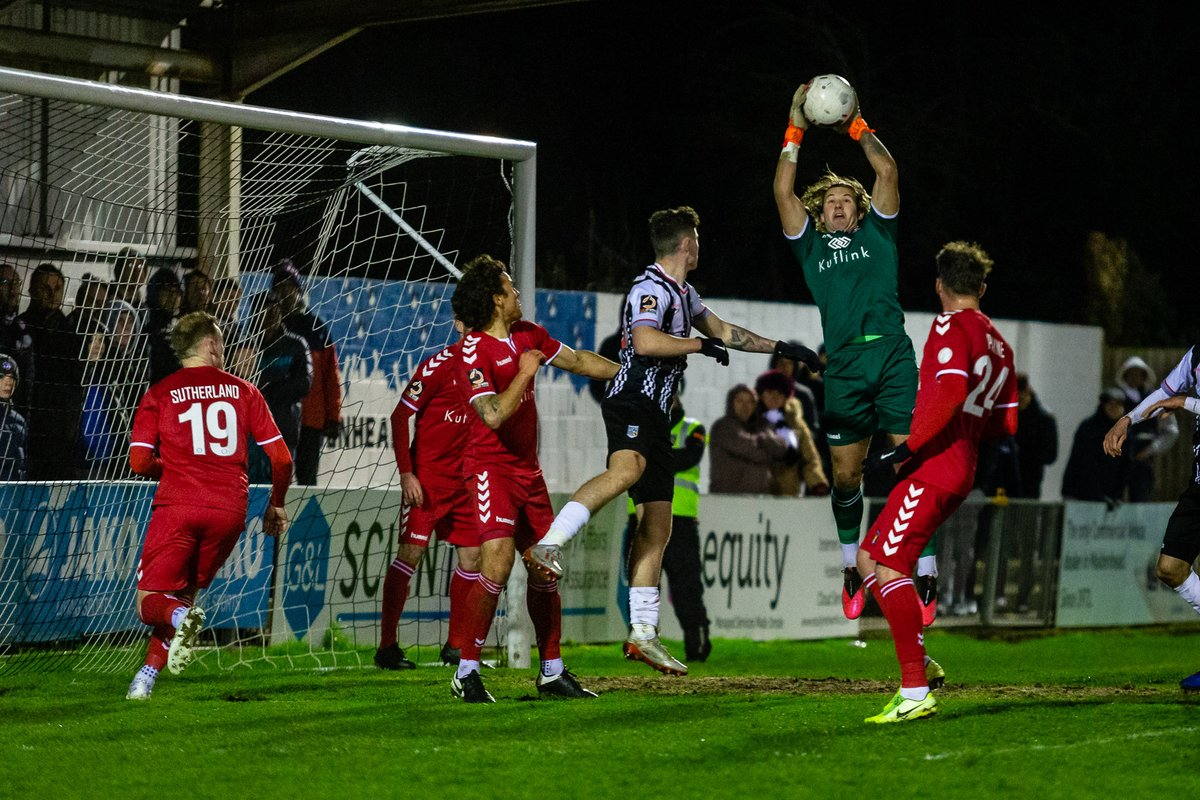 @MUFCYorkRoad v @EUFCofficial , @TheVanaramaNL   Not the best of weeks for Maidenhead, form needs to pick up for last 11 games of the season!  https://darrenwoolley.photos/maidenhead-united…  With thanks to @TonySheldonTrav #wherewouldyouratherbe  #InDevWeTrust #footballphotography #sportsphotographypic.twitter.com/zEkA3JvYiG