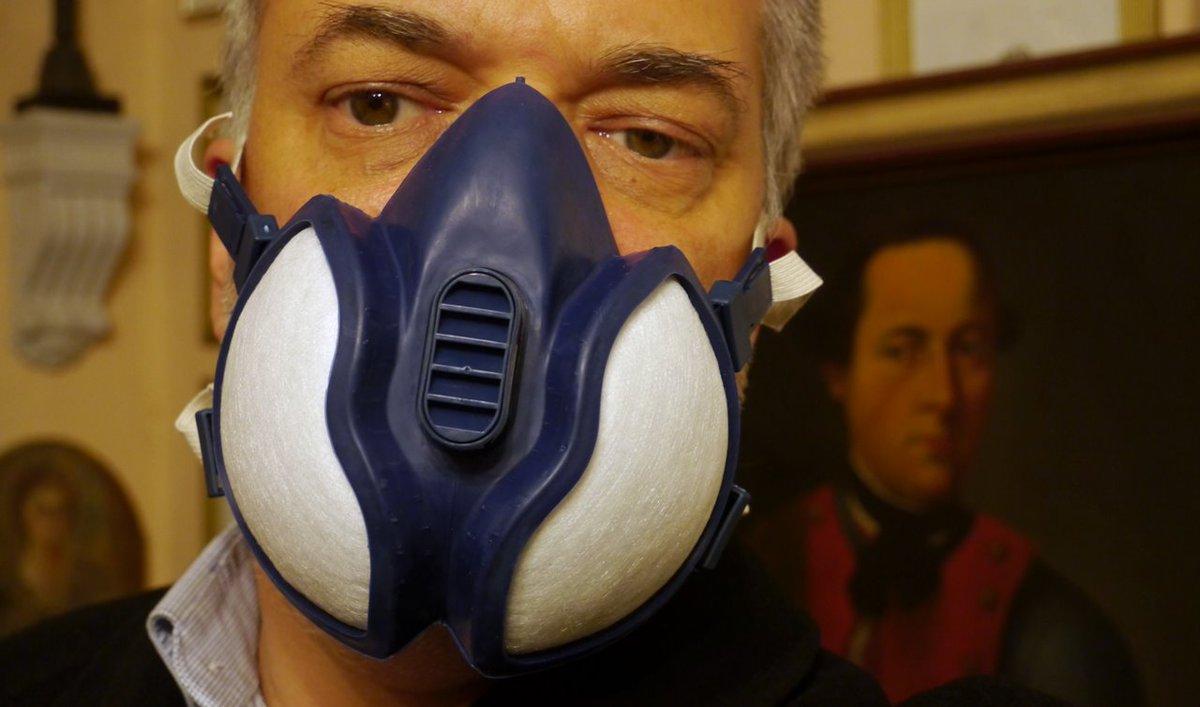 Es gibt zwei Arten von P3-Masken, die einen schützen und die anderen sehen nur so aus. Die ist noch vom Erdbebeneinsatz in Oberitalien übrig. Damals habe ich sie nicht gebraucht, aber ich dachte, wenn ich mal wieder Böden schleife... man soll nie etwas wegwerfen. pic.twitter.com/E2QfHIuD00