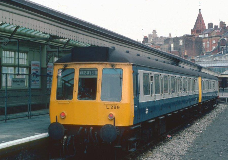 ERuRQ29WoAUqiMb?format=jpg&name=900x900 - Tinpot Railways: Terminal decline #3