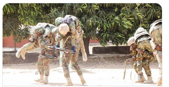 A Nigerian soldier, a corporal, under the Theatre Command Operation Lafiya Dole, in Borno state has been reporetd to have killed himself after shooting at some collegues, killing about four of them and injuring at least two. pic.twitter.com/GtCOwZubOU