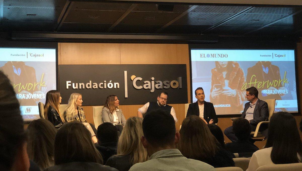 """Tienes que aprender a negociar las colaboraciones en #RedesSociales, luchar por tu valor""@AlvaroKruse #afterworksANDALUCIApic.twitter.com/E989UzshER"