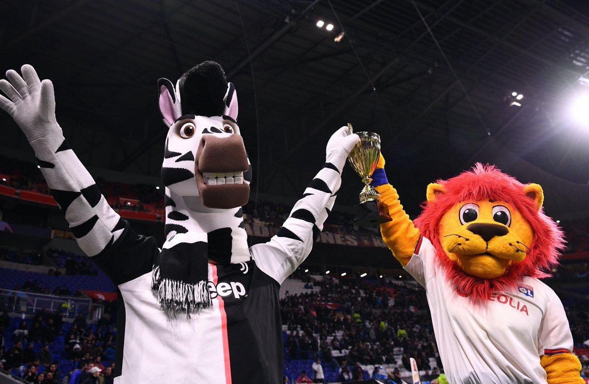 Les deux mascottes vainqueurs toutes les deux du Dance Battle