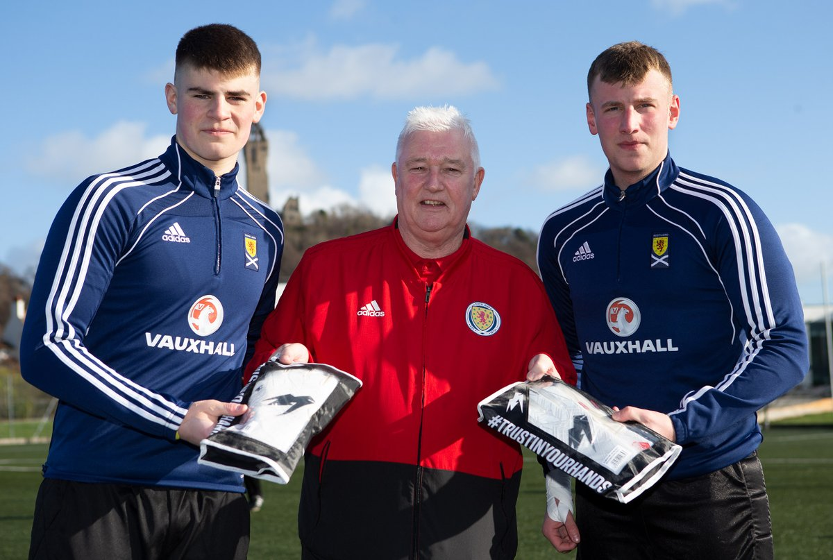 INTERNATIONAL BOYS | SSFA Past President Stewart Taylor hands over gloves donated by our sponsor @KAGoalkeeping to our international keepers Jacques and Dean.  Thanks Kenny for supporting schools' football <br>http://pic.twitter.com/8HC0lrKqfU