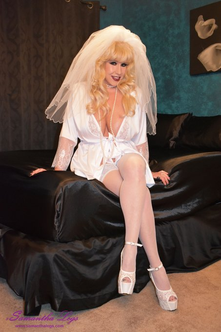 1 pic. Cum join me today for your sexy blonde bride! https://t.co/ZeBTFzrfcI #stockings #stayups #satinandlace