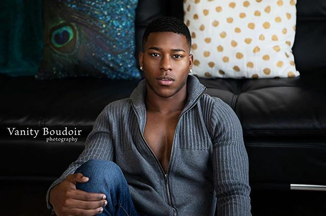 I had the opportunity to work with this new super talented model, make sure you go and follow him, his images are amazing! Model @onlyrichardduhon  #malemodel #texasmodel #talented #sensual #fitbody #fitness #fitnessmodel #maleboudoir https://ift.tt/382g4Z9pic.twitter.com/qBwEKZJuTM