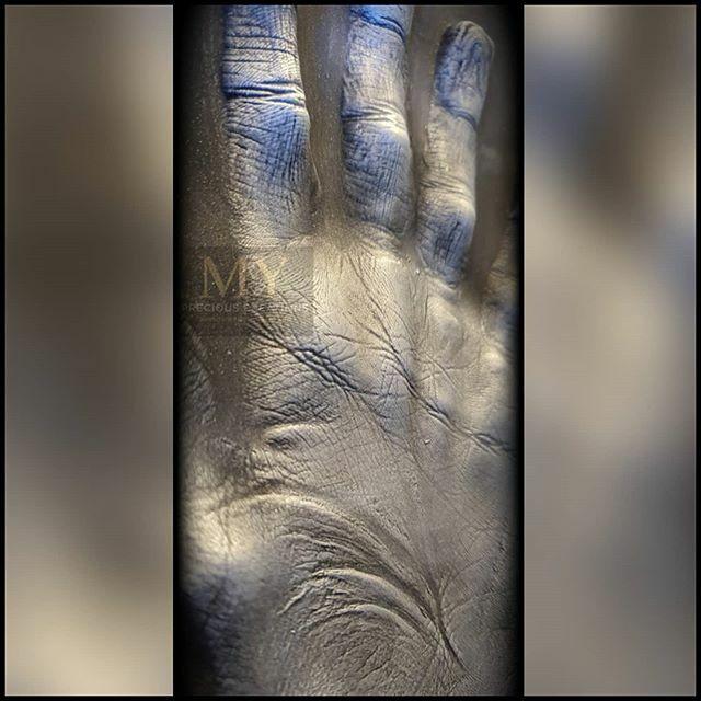Look at the detail that can be captured.#mypreciouscreations #raisedimpressions #silverhand #handmade #Wolverhampton #whensomeoneyoulovebecomesamemorythememorybecomesatreasure #silvereffect #capture #capturethedetails #treasure #cherish #precious #handcaptured #hand