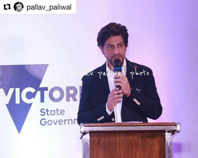 #Repost @pallav_paliwal ・・・ Handsoms @iamsrk during an event today #iamsrk #srk #shahrukhkhan #shahrukhkhanfans#shahrukhkhanlovers#shahrukhkhanfanclub#shahrukhkhanlove#shahrukhkhanforlife #bollywood #bolly #bollywoodhotness #bollywoodhot #bollywoodac… https://ift.tt/2viKetNpic.twitter.com/g60NFhzBYR