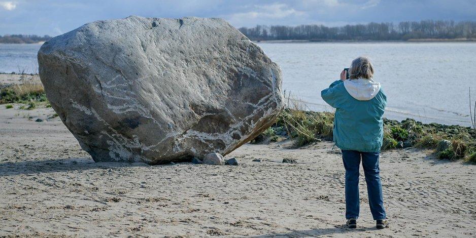 60-Tonnen-Findling: Abstimmung: So könnte der Koloss von Wedel künftig heißen http://bit.ly/2TbyVeIpic.twitter.com/UTO1T36qHG