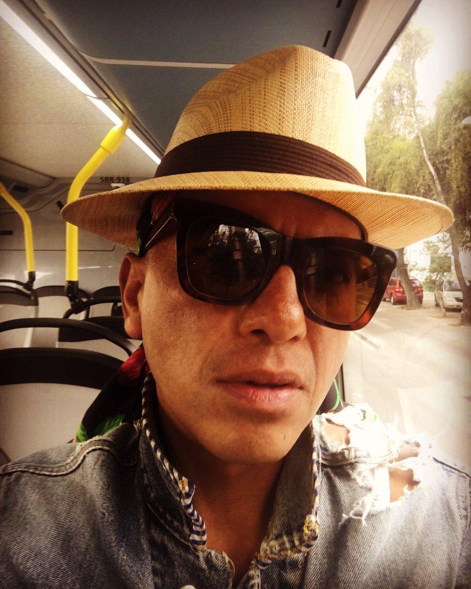 Que para reducir la Mancha de Mapache, debo usar que la Vicera, que la gorra, que el Sombrero como en los años 30's (ahuevoooo); #porquesoymortalviajoenmetrobus #elseñordeloschalecosextraños #missv3lvet #missv3lvetbreakfastmartiny #paselemarchanteacaelcoctel #amigosdeepistolaspic.twitter.com/9Jnyu9roik