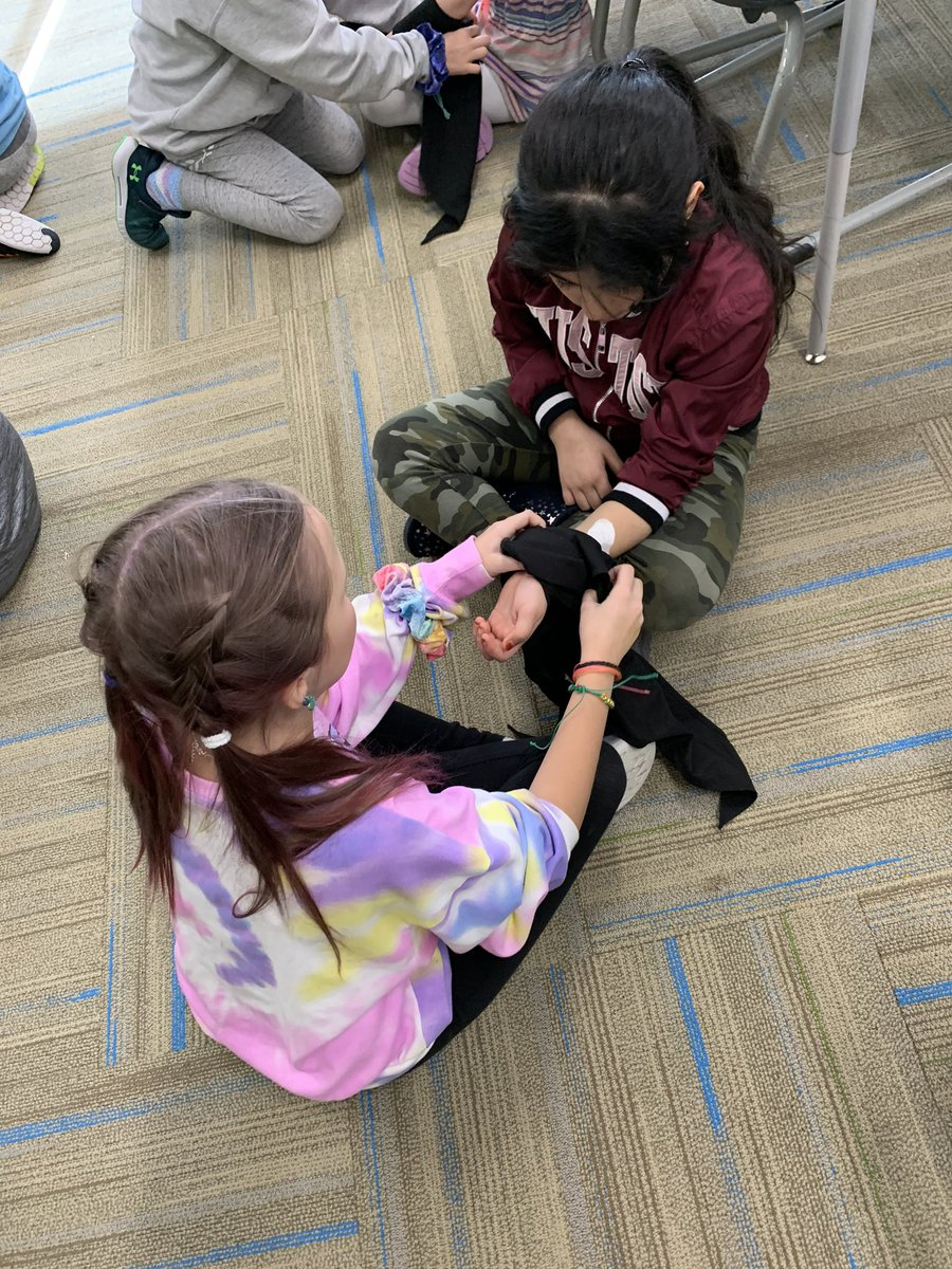 Students spent the afternoon learning basic First Aid and safety skills. Now they are better equipped to save lives and make every second count! @StJohnSask @HarbourLandSch #SafetyFirst #SaveLife #firstaid #learningskillspic.twitter.com/YBe8kqt9gz