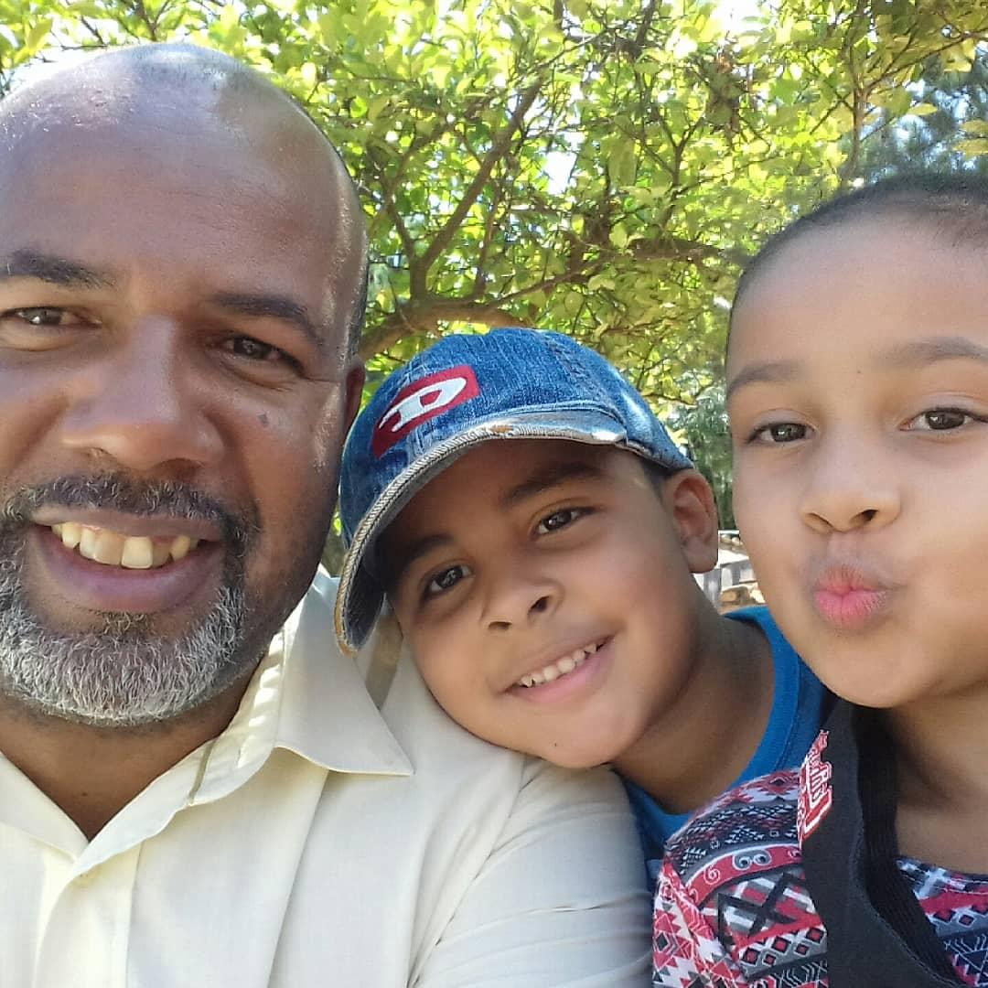 Eu meus filhos curtindo  #instagood #fff #like4like #cool #family #instalikesandfollowers4u #selfietime #selfienation #selfie #instaselfie #follow4follow #ourfamily #followforfollow #selfielovers #bestfamily #l4l #fun #likeforlike #instadaily @rocket_hastags #enjoy #love
