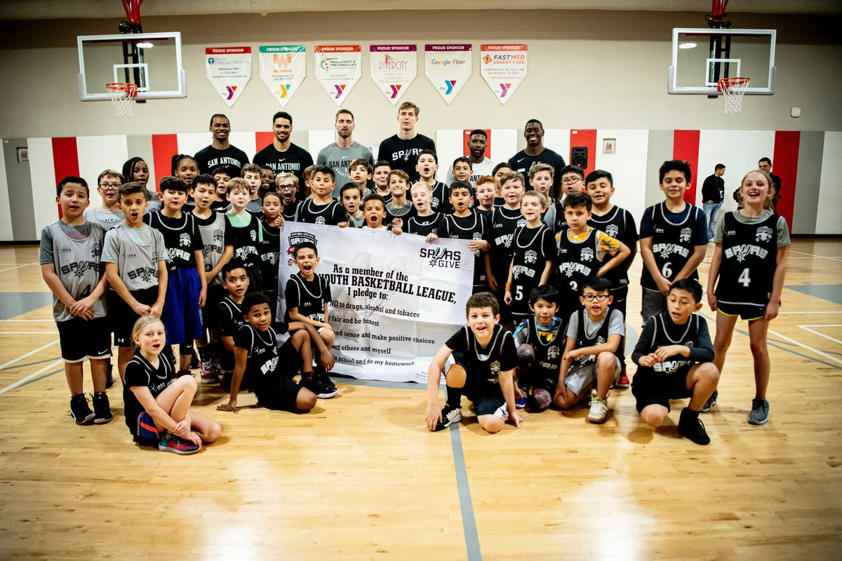 Spurs Youth Basketball League players got a special visit from @SamanicLuka & @Spurs coaches last night! 🏀🙌  @IDEAschools | @Raising_Canes   #YouGiveSpursGive