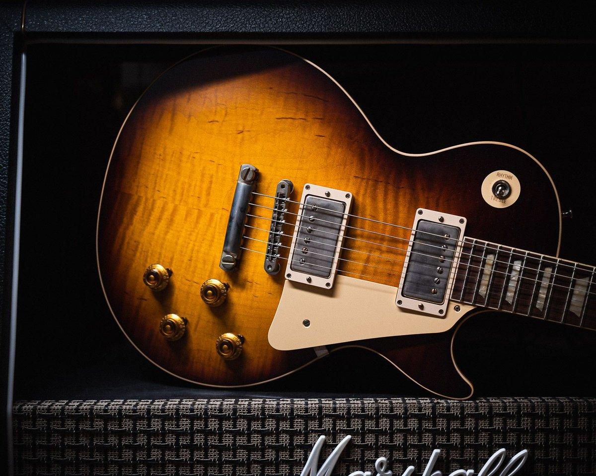Get the best of both worlds. Call us for special deals on CME Spec @gibsonguitar Les Pauls. #chicagomusicexchange #gibson #custom #gibsoncustom #1958 #lpstandard #lespaul #lespaulstandard #CMEspec #plaintop #kindredburstfade #59carmelitaneck #gearwire #gearybusey #guitarspotterpic.twitter.com/iIeTikO1MX
