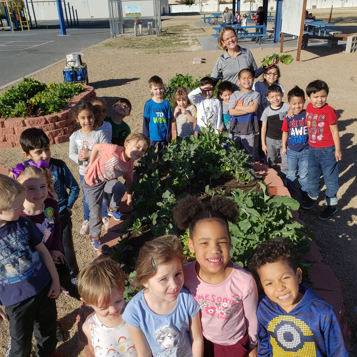 @SyscoLV helps students at Deskin Elementary engage with nutrition, STEM and conservation through Green Our Planet's school garden program. Thank you! #schoolgarden #stem #nutrition #educationpic.twitter.com/r8AlyXgVZ6