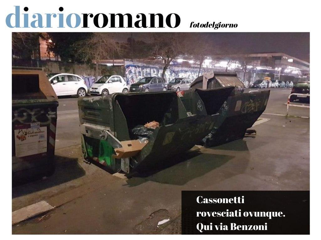 test Twitter Media - Ce ne sono due uno accanto all'altro, posizionati allo stesso modo. La saga dei cassonetti rovesciati non termina. Foto scattata in via G. Benzoni all'#Ostiense . #photo #lettori #decoro #Roma https://t.co/NRbP9S7iac