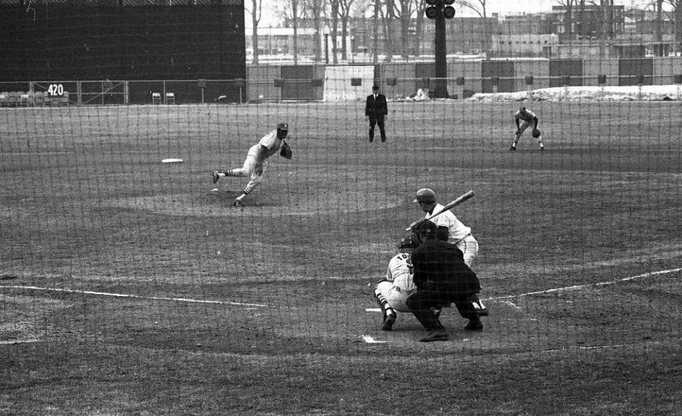 Bob Gibson pitching at Jarry Park, Montreal, April, 1970. Snowdrifts in the distance. Not the best day to face Gibson.pic.twitter.com/ussu7EMqyx