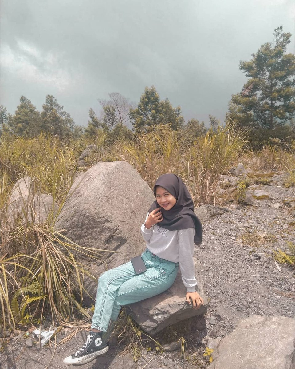 #Repost @nurulags_ • • • • • • Special Region of Yogyakarta  Semesta hanya sedang melucu dan aku dituntut untuk tetap haha hihi walaupun masalah bertebaran sana sini . . . #likeforlikes #likelike #likelikelike #likebackalways #likeback #lb #lflpic.twitter.com/furHQ7xShH