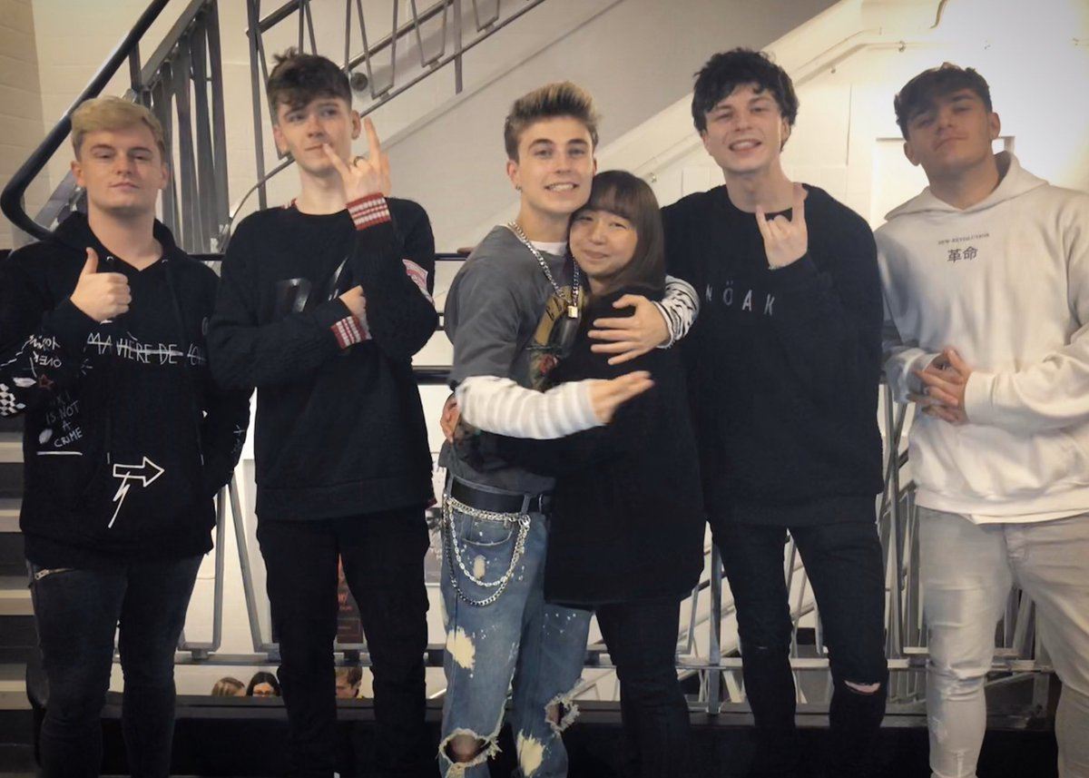 heading to England  See you very very soon my boys!!! @RoadTripTV @fovvs @RealRyeBeaumont @lpredictawyatt @sonnyDrobertson @harperthebagel @iamjackduff pic.twitter.com/9lVGb1TaCz