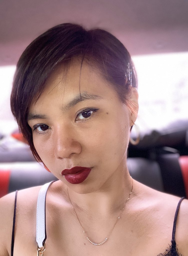 Dahil traffic dito sa edsa naka pag selfie para iflex ang @mainedcm  . Love the shade! I will try the lip glass next time.  #MACMaine2Review<br>http://pic.twitter.com/5poGVbmzgF