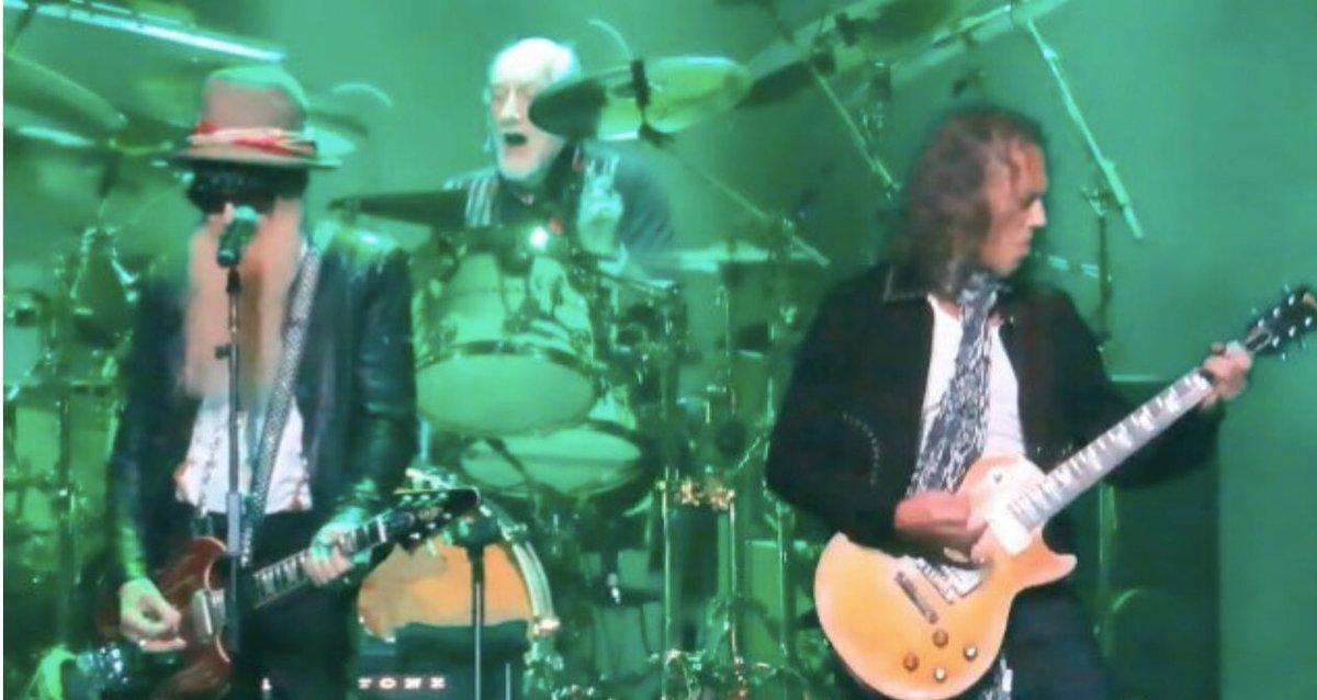 @HartHanson Watch KIRK HAMMETT, STEVEN TYLER, #BILLYGIBBONS Perform At PETER GREEN Tribute Concert  https://www. blabbermouth.net/news/watch-kir k-hammett-steven-tyler-billy-gibbons-perform-at-peter-green-tribute-concert/#.XldBl5jV4I8.twitter  …  via @BLABBERMOUTHNET<br>http://pic.twitter.com/CmpwQeVNg9