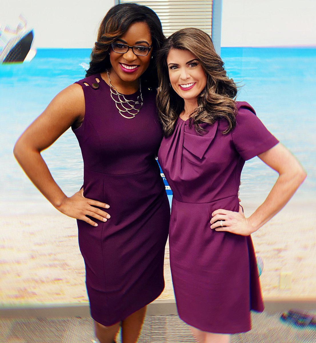 Your daily dose of purple ☺️💜 . . . #smile #purple #wematch #twins #fashion #color #friends #coworkers #twinning #matching #matchymatchy #matchingdresses