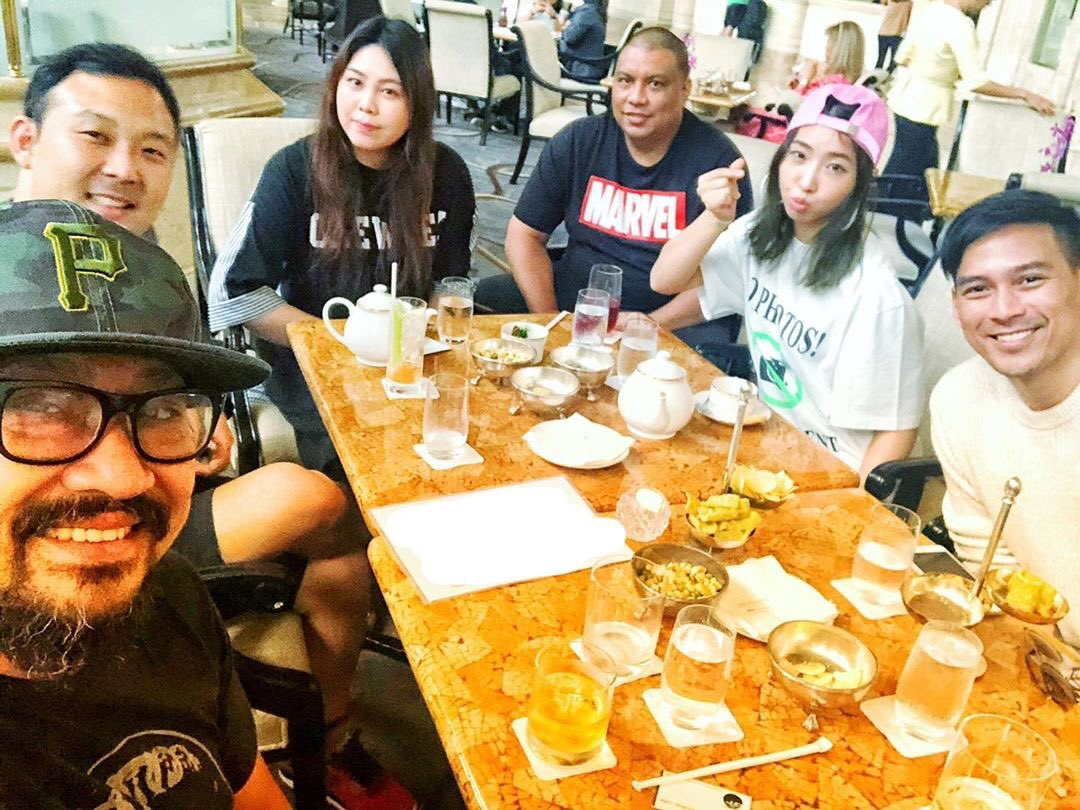 """Minzy had a meeting w/Filipino Film maker &Director Pedring Lopez """"Great meeting yesterday w/@mingkki21 & Guji so are you guys ready for some kpop action film w/ Manila nightlife as backdrop!@psyops8 @two_wheeling_123 lets go!#actionfilm #philippineactionmovie"""" @welovepedring IGpic.twitter.com/KYikLqfU9X"""