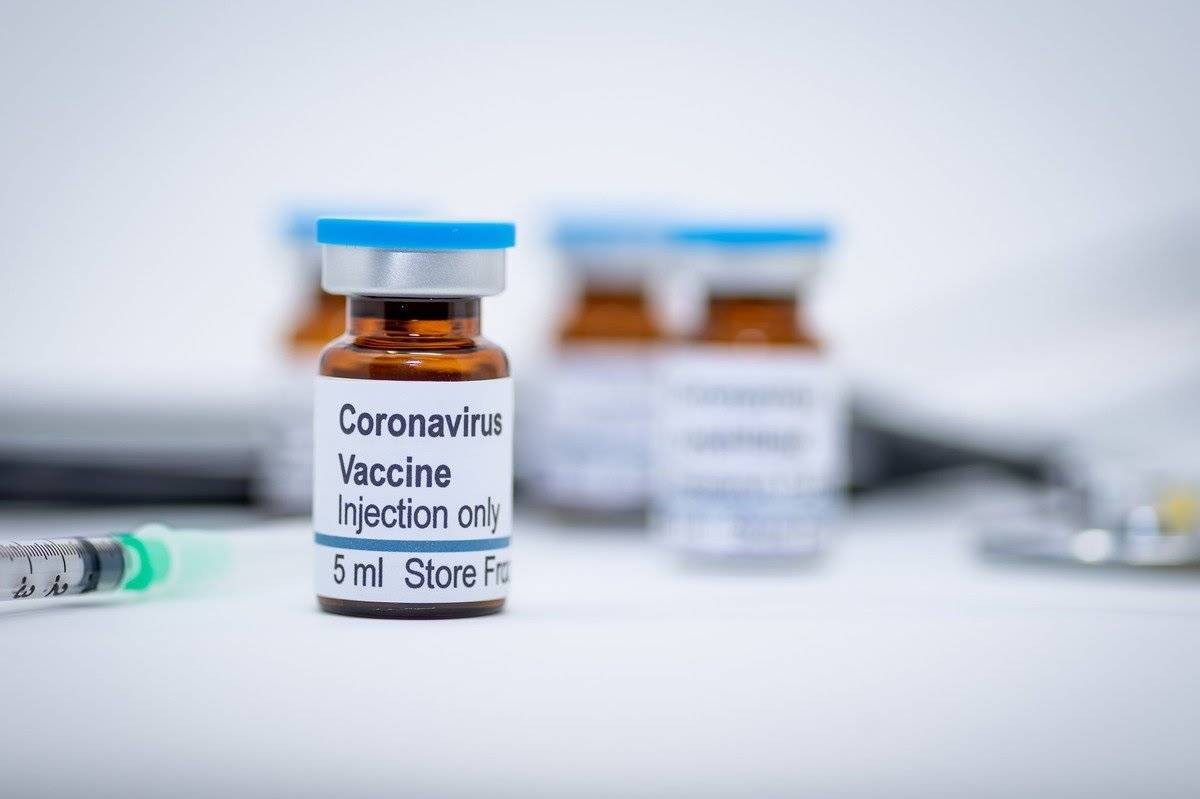 Researchers might be one step closer to developing a vaccine for #coronavirus but experts say fast-tracking the shot could mean compromising #safety. A researcher has suggested the #risk is worth the potential payoff. #experiment #covid19 #guineapig http://ow.ly/w57z30ql5YJpic.twitter.com/eU6DydfIrF