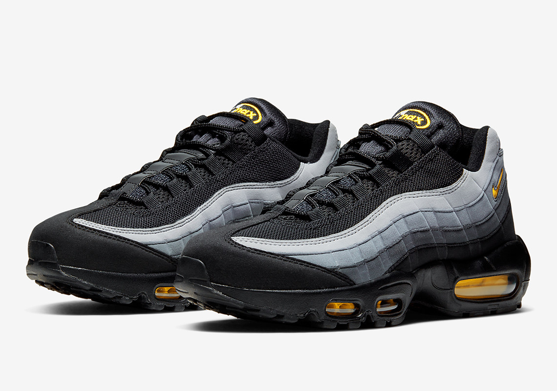 #SneakerScouts The Nike Air Max 95 'Black/Chrome Yellow' is now available via @FinishLine for $100! (retail $170) https://www.finishline.com/store/product/mens-nike-air-max-95-casual-shoes/prod765900?styleId=CQ4024&colorId=001&ranMID=37731&ranEAID=zAJE4hSbGa4&ranSiteID=zAJE4hSbGa4-phwcczamokgsVQgTg35NRA&CMP=AFL-LS-affiliatechannel&sourceid=affiliate&utm_source=3516449&utm_medium=affiliate&utm_campaign=1&siteID=zAJE4hSbGa4-phwcczamokgsVQgTg35NRA…pic.twitter.com/84X6Rm4XME