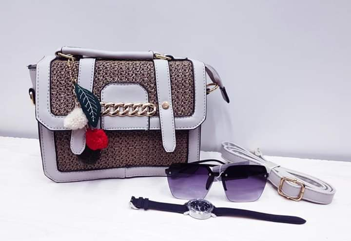 Hand bag & accessories in variety of colour options:  R350 (+R50 delivery) pic.twitter.com/TfbXN2zC9T